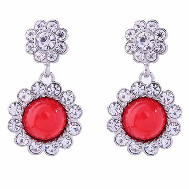 wing yuk tak Classic Imitation Pearl Plant Flowers Stud Earrings for Women Fashion Vintage Gray Crystal Earrings Party Jewelry