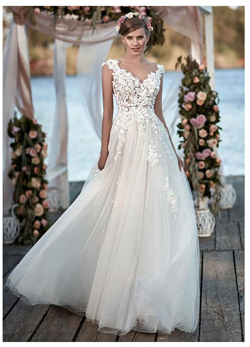 2019 Ivory Wedding Dresses Appliqued 3D Flowers Bride Dresses Train Illusion Backless Bridal Dress Floor Length Wedding Gown