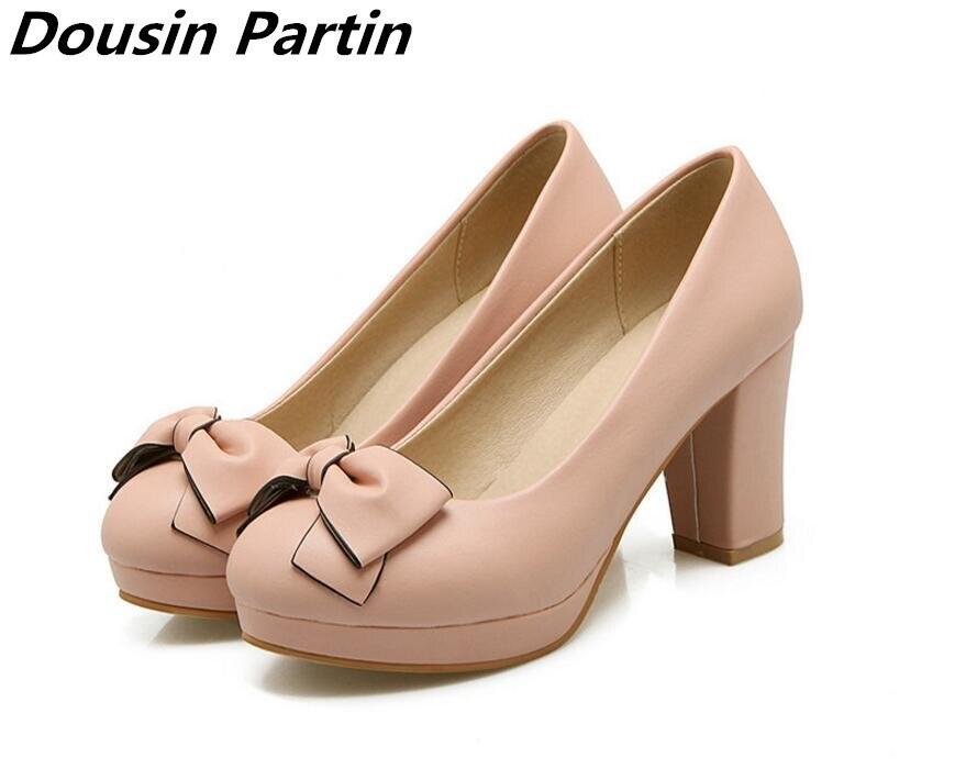 Dousin Partin 2018 แฟชั่น Bowtie หญิงปั๊มรองเท้าส้นสูงสีชมพู/สีฟ้าแฟชั่นผู้หญิงปั๊มรองเท้าผู้หญิง Slip On Ladies รองเท้าแต่งงาน-ใน รองเท้าส้นสูงสตรี จาก รองเท้า บน   1