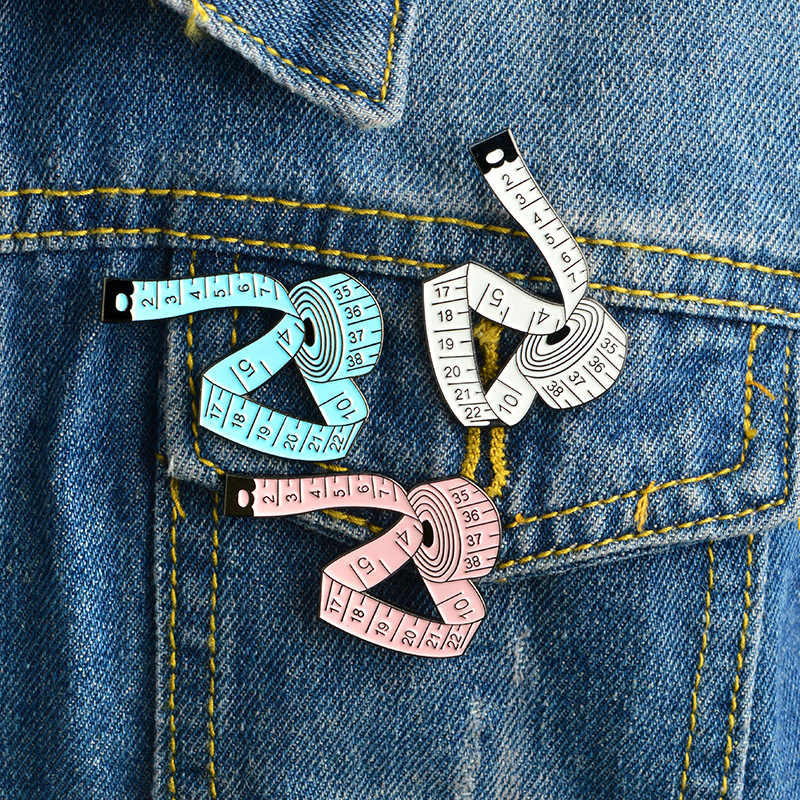 WEISHUOLI جديد لطيف المعادن شريط القياس المينا دبابيس للنساء الملابس حقيبة قبعة شارة الأزياء بروش دبوس مجوهرات بالجملة