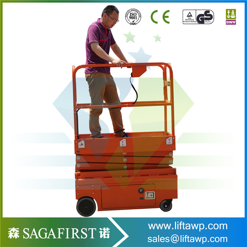 Mini Self Propelled Scissor Lift For Carring Both Workers And Gears