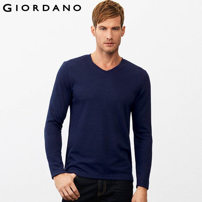 Gap v neck tops and sweaters are part of a hot fashion trend. The versatile v neck can be worn as a casual garment or, by just adding the right accessory, dressed up for evening. V neck styles are available in a variety of sizes including petite and maternity.
