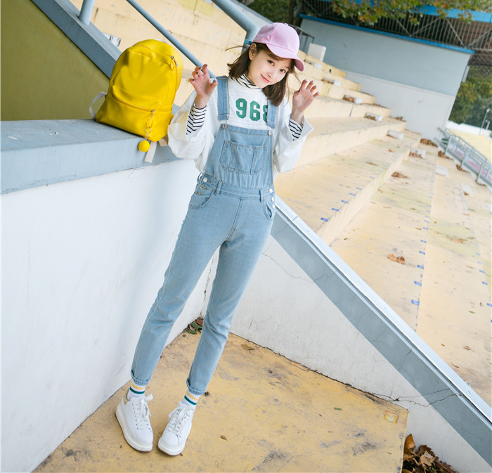 Autumn and winter Korean women's high waist row buckle show thin light color loose nine points jeans suspenders small feet suspender (4)