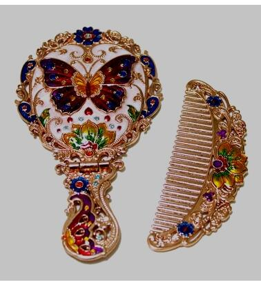 Russian alloy carved Handle folding mirror retro Beauty Princess Birthday Gift folding desktop mirror with comb portable back