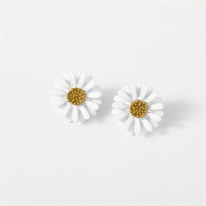 New Arrival Women Classic Flower Stud Earrings Simple White Daisy Earrings Fashion Jewelry Women Accessories