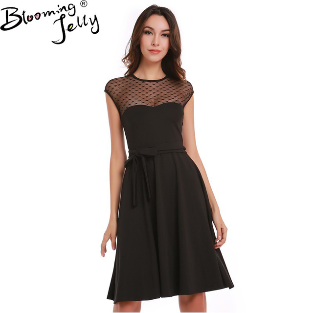 Платье черное в сердце