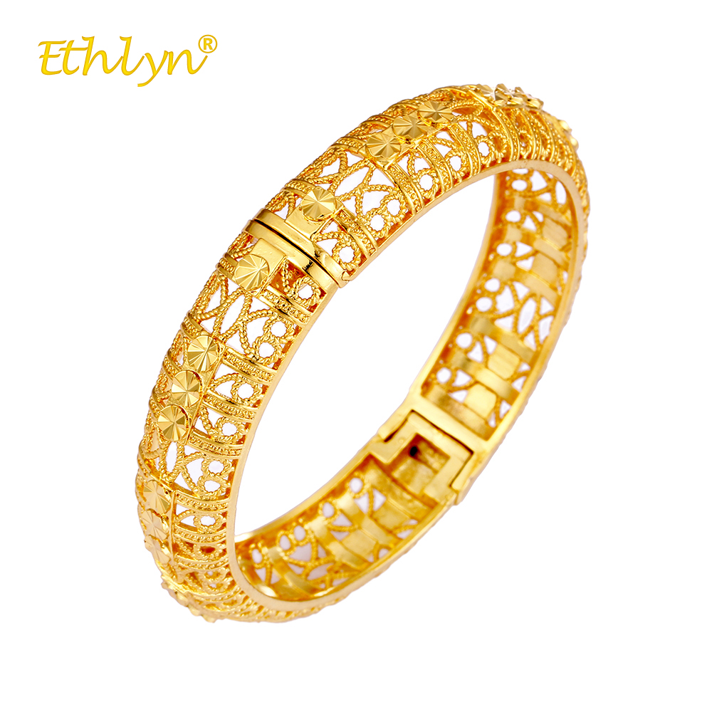 Ethlyn New Female Bangles Carved Hollow Heart Bracelet Charm Tribe Women Wedding Bracelet Jewelry Shining Gold Color Accessories