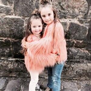 Image 3 - Одежда для мамы и дочки, одинаковая семейная одежда из искусственного меха, теплая одежда для мамы и ребенка, Осень зима 2018, плотное пальто, куртка