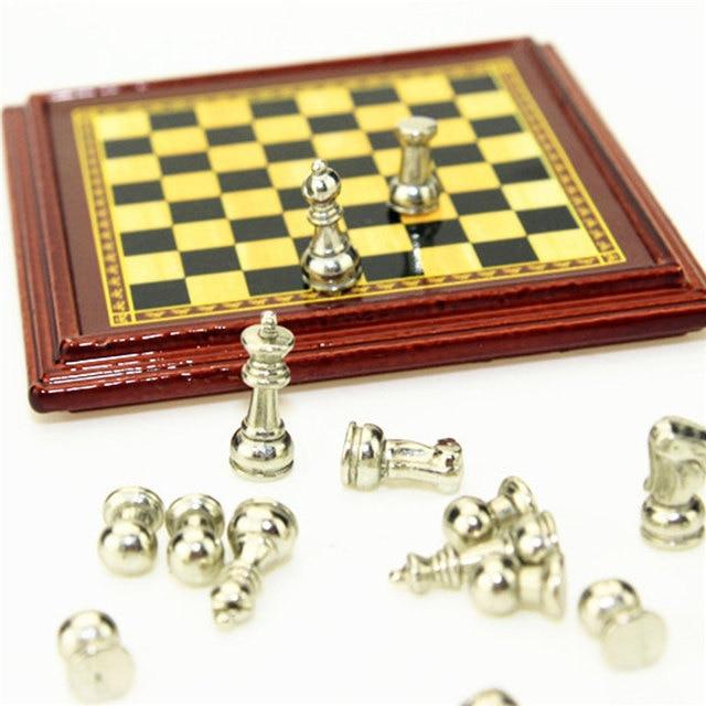1:12 échelle maison de poupée Miniature en métal jeu d'échecs conseil jouets jeux d'échecs maison chambre maison de poupée ensemble de jouets jeux de Table pour enfants enfants 4