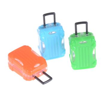 Śliczne plastikowe Rolling walizka pojemnik na bagaże dla lalki podróży wychodzące Decor dziewczyna prezent losowe lalki akcesoria do domku dla lalek tanie i dobre opinie KittenBaby Z tworzywa sztucznego Unisex Moda don t eat for Doll