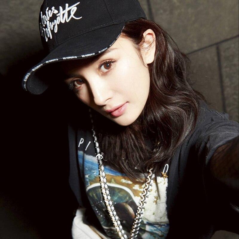 Nuevo diseño LED luz gorras de béisbol brillante ajustable sombreros  perfecto para fiesta hip-hop. Nombre  BBS098 Corea moda hombres deporte  bordado ... b02d96f357d