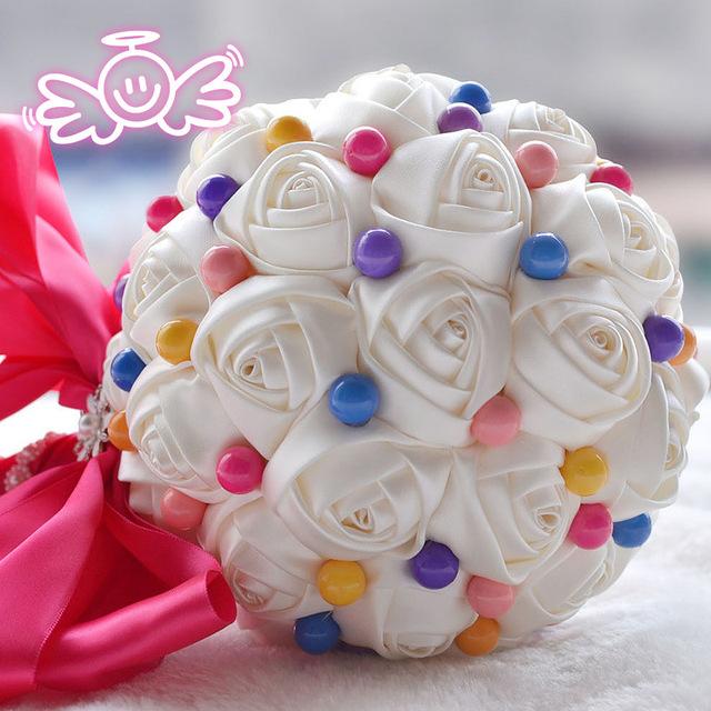 Auténtico original nuevo caramelo novia sosteniendo ramos de novia artificiales