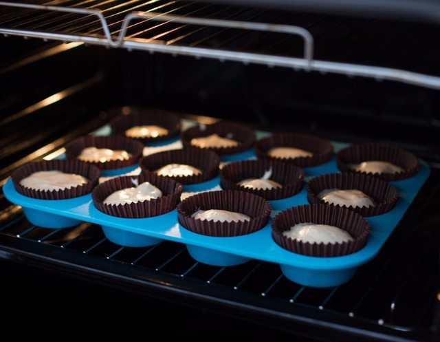Thick 12 Cup Silicone Muffin Pan & Cupcake Baking Pan Non-Stick Silicone Cake Mold-12-Cup Round Mini Muffin Pan Form