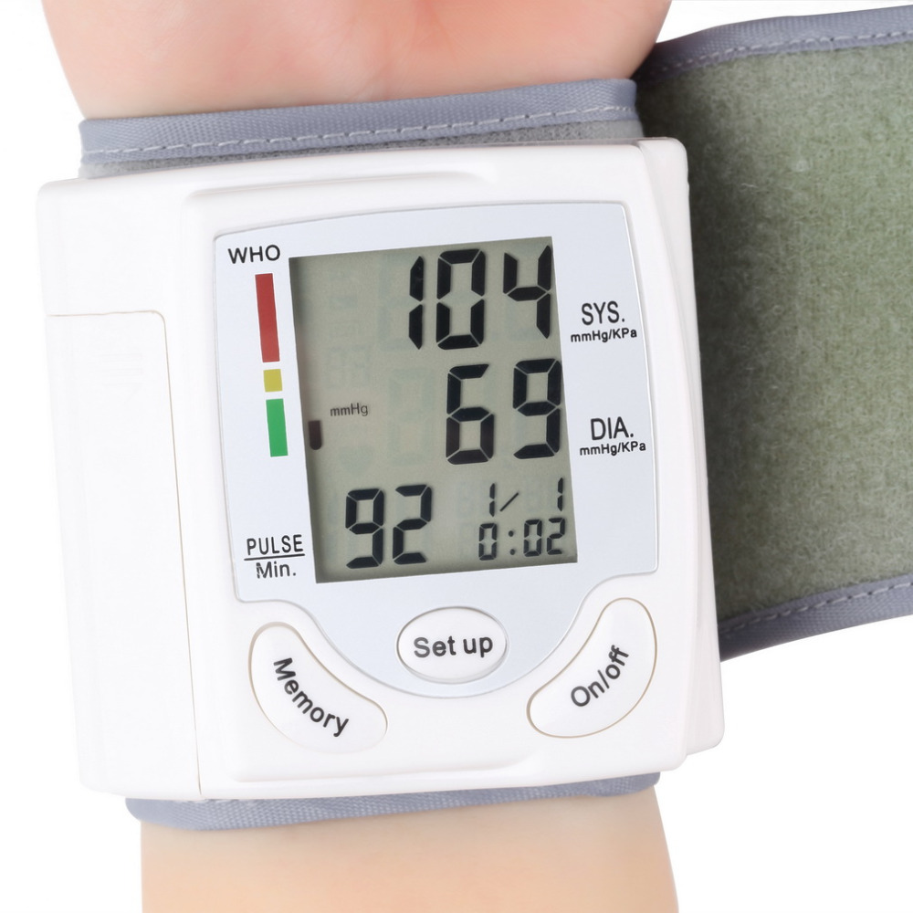 Display LCD Digitale automatico Da Polso Blood Pressure Monitor Heart Beat Vota Pulse Meter Tonometro Sfigmomanometri pulsometro