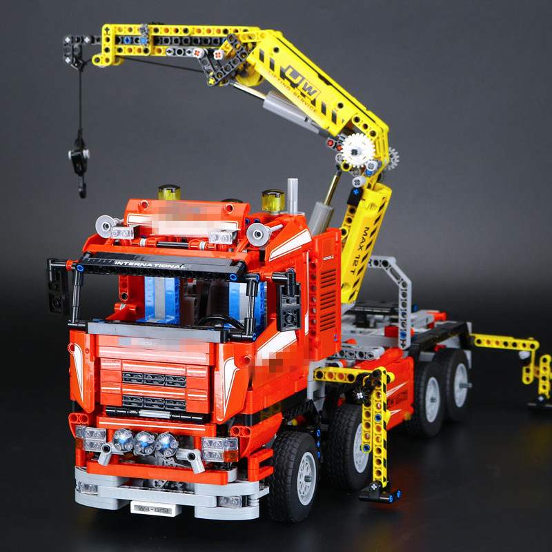 IN STOCK New LEPIN 20013 1877Pcs Crane Truck Wrecker Model Building Kits Blocks Bricks Toys Christmas Gift With 8258 in stock new lepin 22001 pirate ship imperial warships model building kits block briks toys gift 1717pcs clone 10210