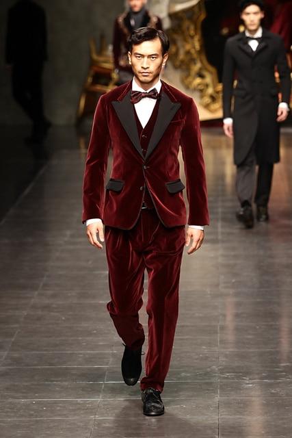 Ultime Mutanda Del Cappotto Progetta Velluto Bordeaux Vestito Da Uomo Slim  Fit 3 Pezzo Tuxedo Moda a719c4e00e0