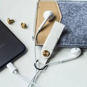 Image 2 - חם מקורי Bcase MEC מגנטי אוזניות קליפ שלושה צבעים עור אבזם אוזניות חוט ארגונית מחזיק נייד כבל