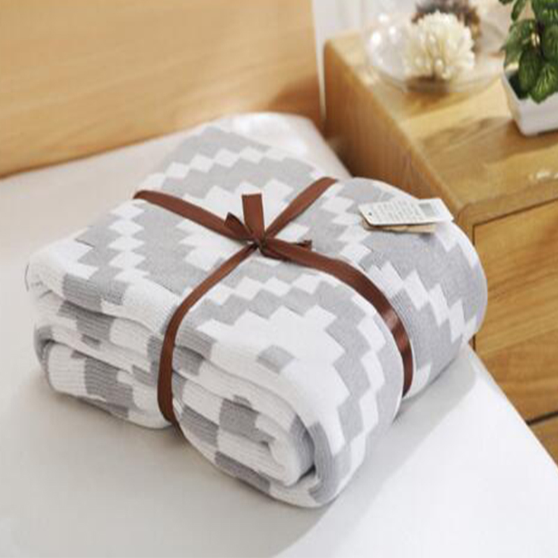Kintted Simple Blanket White And Black Beautiful Package Cover Blanket Home Decor Soft Absorbent Warm Flannel Throw Blanket in Blankets from Home Garden