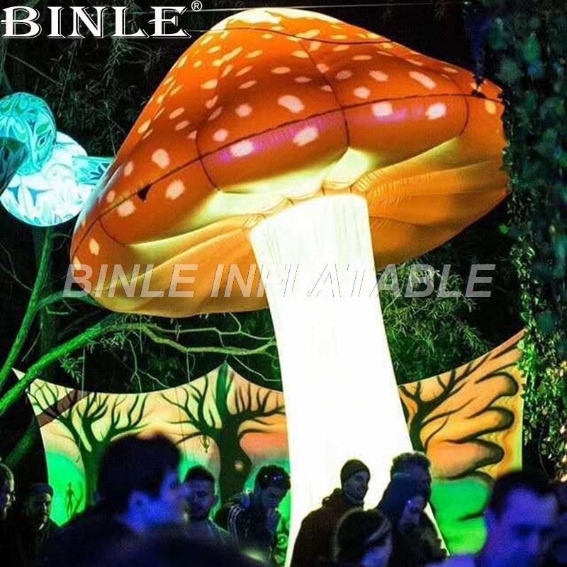 Champignon gonflable géant de haute qualité de 5 m/16ftH éclairage LED extérieur pour l'événement/festival de musique/décoration d'étape