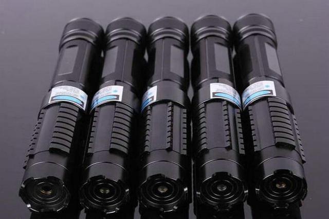 JSHFEI 520nm vert Laser pointeur Laserpen haute puissance brûlant Laser pointeur lampe de poche à vendre avec chargeur + 2 18650 stylo Laser