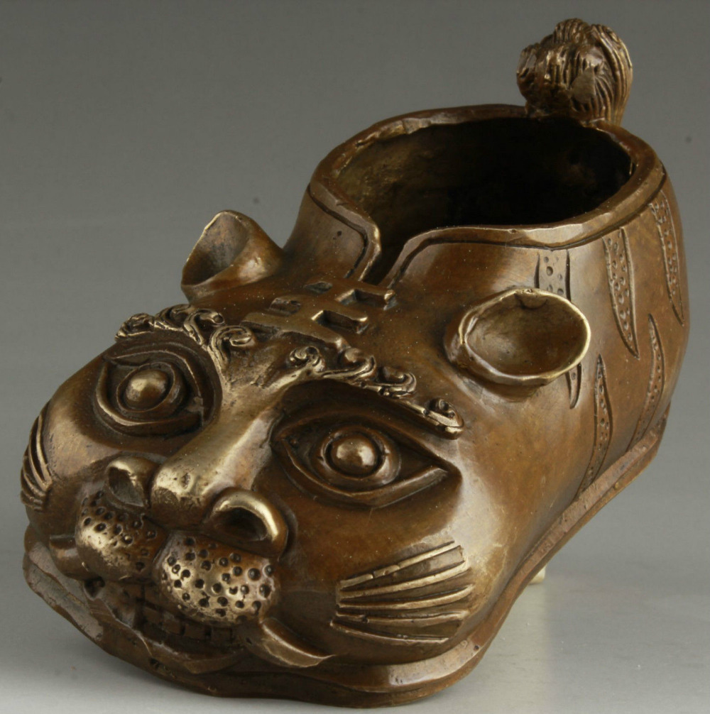China Collectable Handmade Bronze Realistic Tiger Statue Children Shoes Ornament