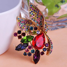 Colares Accessoris Buquê de Flores Broche Hijab Pinos Broches Bijuterias Violetta Ferfumes Mulheres Animais Broche de Esmalte De Unhas