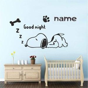 Image 1 - Özelleştirilebilir isim karikatür köpek duvar çıkartmaları çocuk odası bebek odası çocuk yatak odası ev dekorasyon vinil duvar çıkartmaları ER68