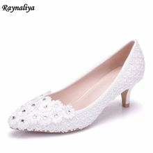 5cm Heel White Flower Lace Beading Wedding Pump Shoes Beautiful Pearl Bridal Shoes Princess Pumps Pointed Toe Shoes XY-A0002 цена 2017