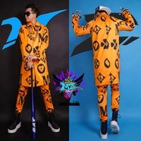 S 4XL! Для мужчин модные Клубные певец DJ растет GD взлетно посадочной полосы выглядит Orange Европа Америка печати длинный плащ костюмы торжестве