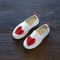 2017 nuevas muchachas de los muchachos planos casual shoes amor hollow amor hollow sneakers shoes slip-on de los niños respirables niños verde azul rojo