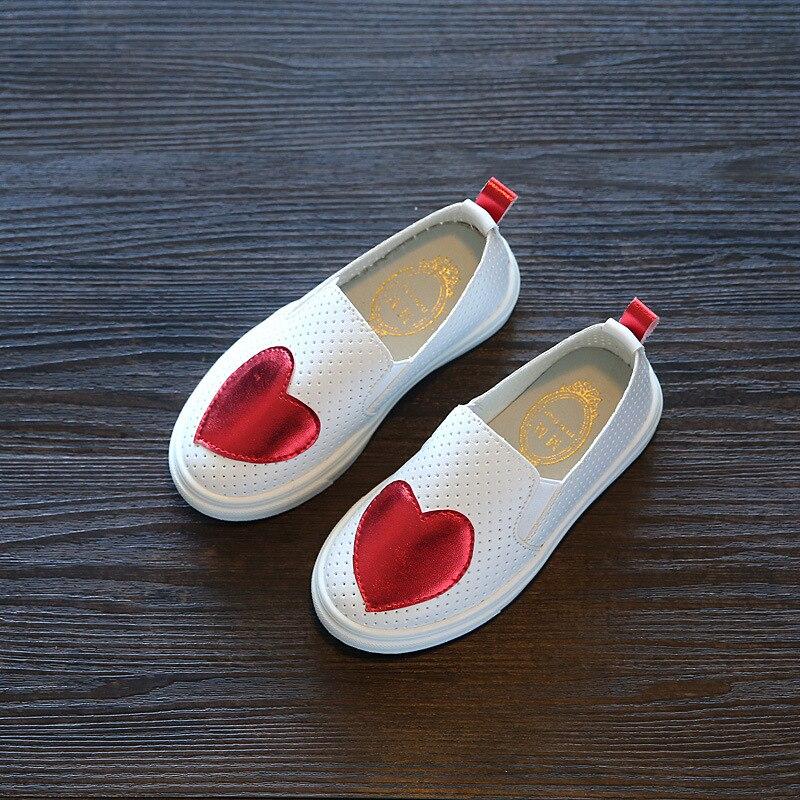 2018 nueva Sneakers niños zapatos niños zapatillas chica rojo verde Floral Slip-On transpirable plana zapato infantil de la muchacha hueco zapato Casual