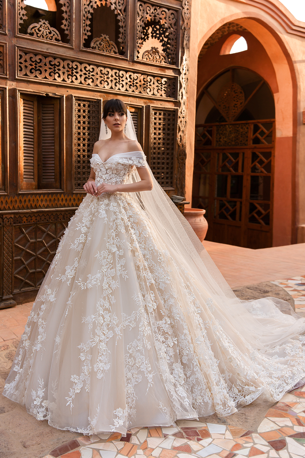 2019 Exquisite Lace Wedding Dresses Off Shoulder Custom Made Charming Moroccan Wedding Bridal Gowns With Chapel Long Veil