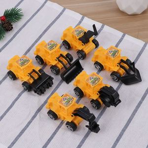 Image 5 - 6pcs מיני בניית משאית הנדסת רכב צעצועים חינוכיים משאית דגם צעצועי עוגת טופר ילדים מסיבת יום הולדת קישוט