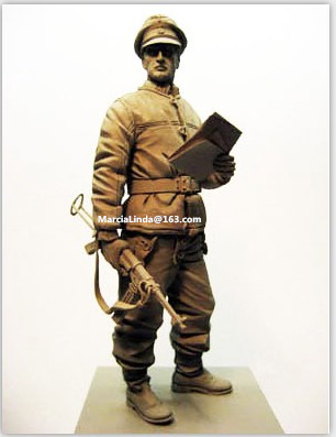 1/16 Scale German Army Officer (excluding maps and tapes