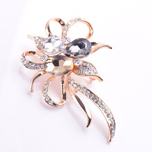 USTAR Crystals flower brooches for women pins gold color rhinestone lapel pin scarf broche christmas gifts top quality