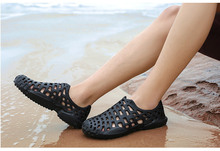 Large size couple 2019 summer explosions hole shoes men wading quick dry beach non-slip breathable hollow mens