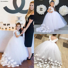 Chic White Tulle First Holy Communion Dresses Appliques Ball Gowns Flower Girls Dresses For Wedding With Hand Made Flowers 2019 недорого