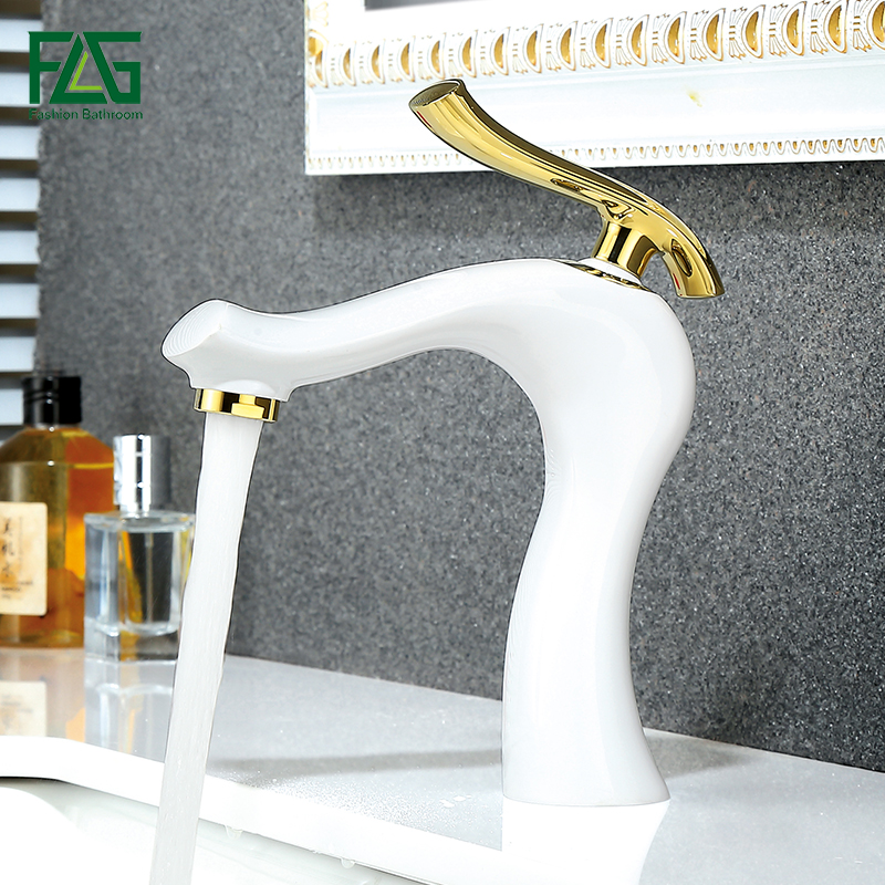 купить FLG Basin Faucets Brass Water Tap Bathroom Faucet Gold White Single Handle Bathroom Sink Mixer Taps Hot and Cold Water Crane по цене 5013.46 рублей