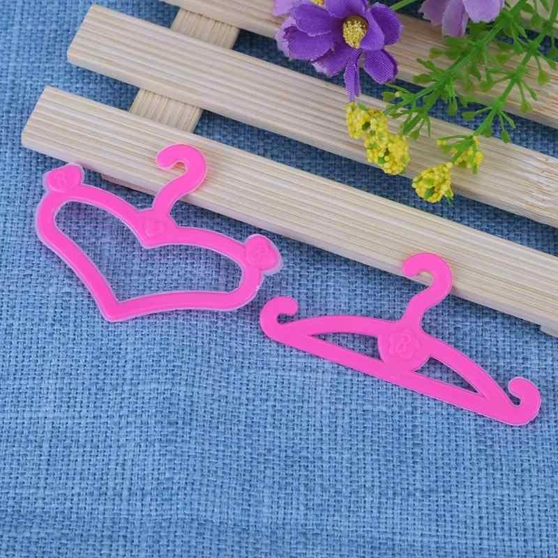 20 Buah Berwarna Merah Muda Plastik Ikatan Simpul Gantungan untuk Barbie Boneka Pakaian Gaun Berpura-pura Bermain Rumah Mainan Bayi Mini Boneka Aksesoris Kain gantungan