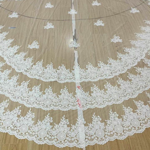 Image 2 - Luxury 5 เมตรเต็มขอบลูกไม้ Bling Sequins 3 ชั้นยาว Wedding Veil กับหวีสีขาวงาช้างเจ้าสาว 2018 อุปกรณ์เสริม
