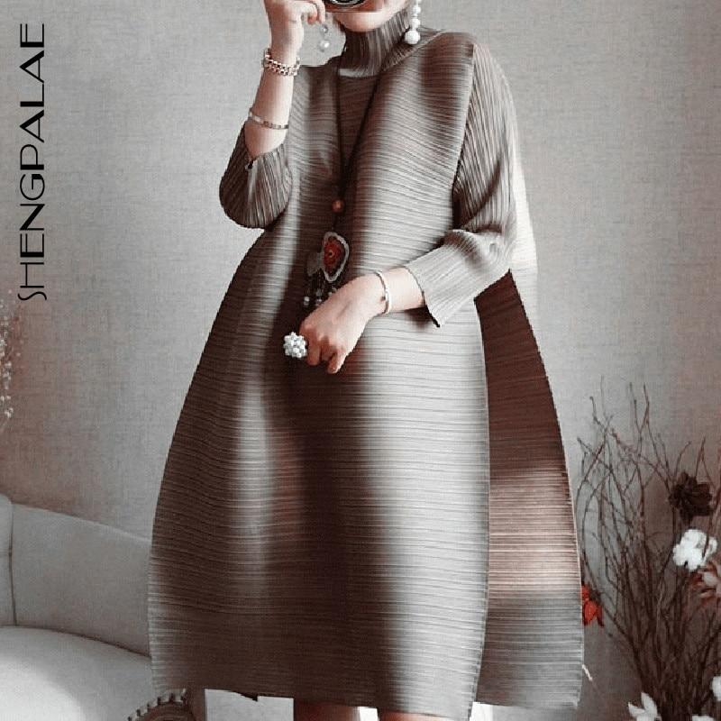 SHENGPALAE 2019 printemps nouvelle mode rouge à manches longues col roulé lâche grande taille pli genou-longueur une ligne robe Vintage femmes EB015