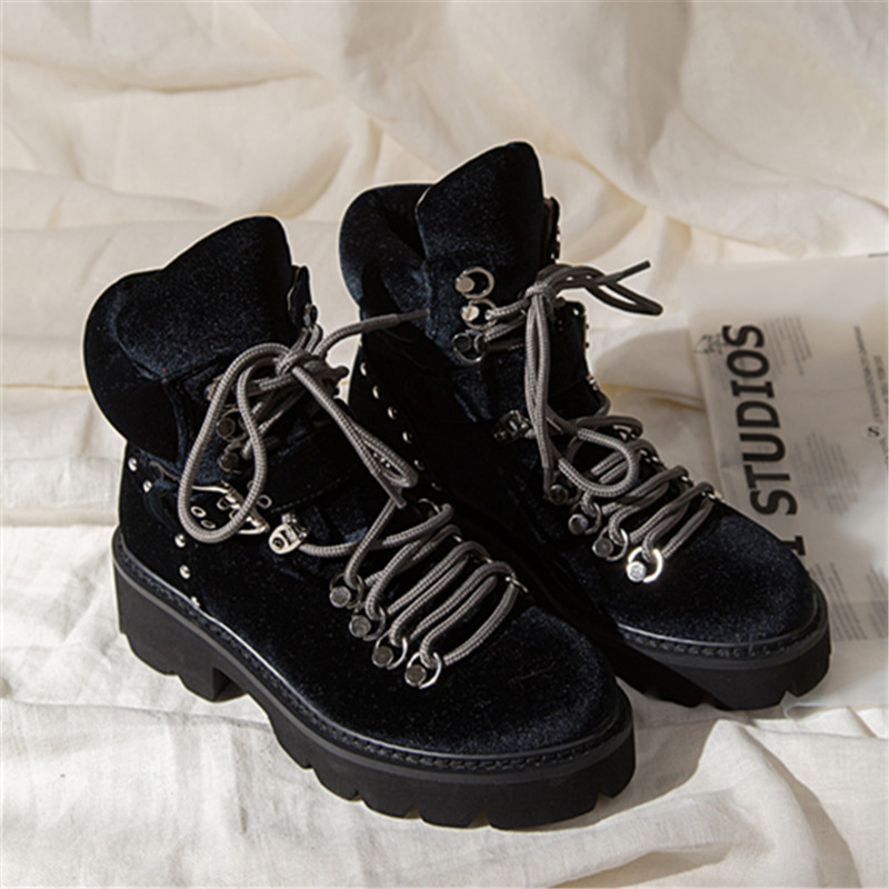 woman dr martin boots (18)