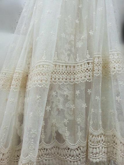 Tela de encaje de tul bordada en algodón crema con flores de - Artes, artesanía y costura - foto 2