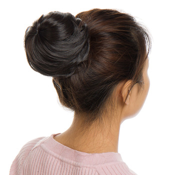Synthetic chignon with drawstring and clip Lace Frontal Lace feminine synthetic Bella Risse https://bellarissecoiffure.ch/produit/chignon-synthetique-avec-cordon-de-serrage-et-pince/