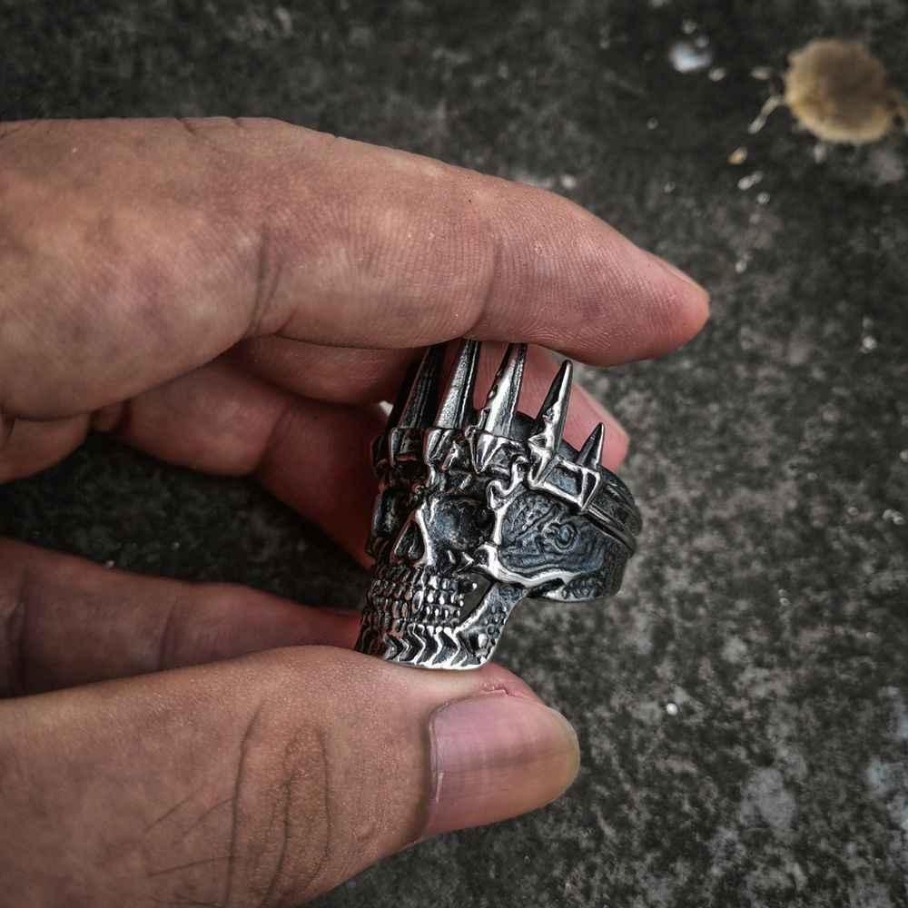 EYHIMD メンズクラシック貴族シルバーキングクラウンスカル 316L ステンレス鋼バイカー指輪パンクファッション · 男性