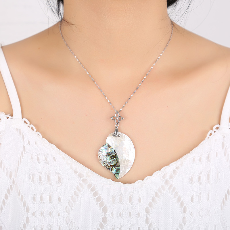 A variety of styles of natural shell necklace pendant ladies fashion pendant for all kinds of parties