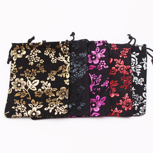 Hot Sale 50pcs/lot Black Velvet Bag 9x12cm Small Charms Jewelry Packaging Bags Cute Rose Design Gift Bag Drawstring Velvet Pouch