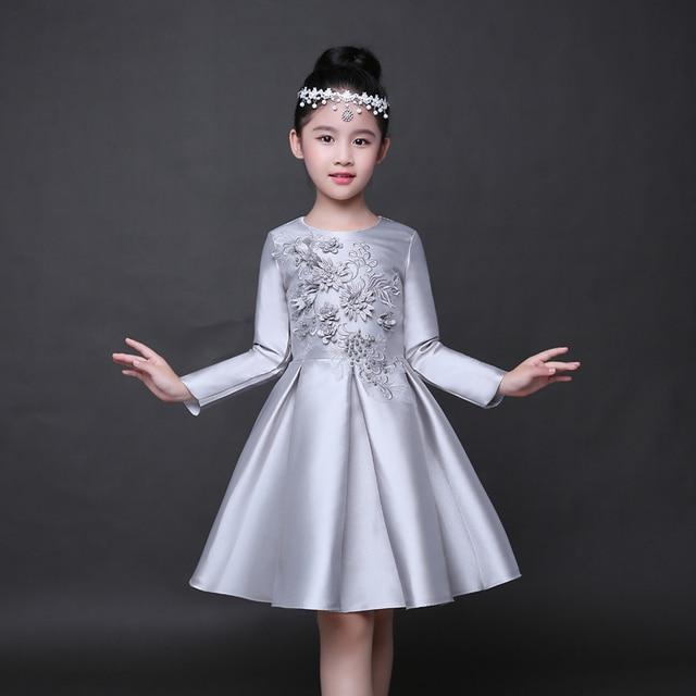 222696b4f60d7 Robe de demoiselle d honneur pour enfants robe de mariée en Satin argenté pour  enfants