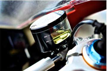 รถจักรยานยนต์ Brake Fluid Reservoir Clutch ถังน้ำมันถ้วยสำหรับ HONDA CBR 600 F2,F3,F4, f4i สำหรับ DUCATI HYPERMOTARD 821 939 SP 848