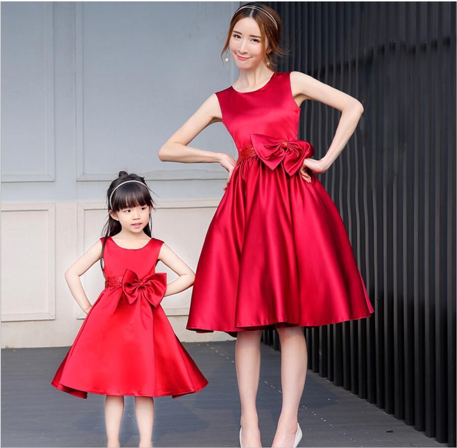 Robes de soleil pour mère fille dos nu Bow petites filles robes famille correspondant robe maman et fille vacances plage robe HW2387